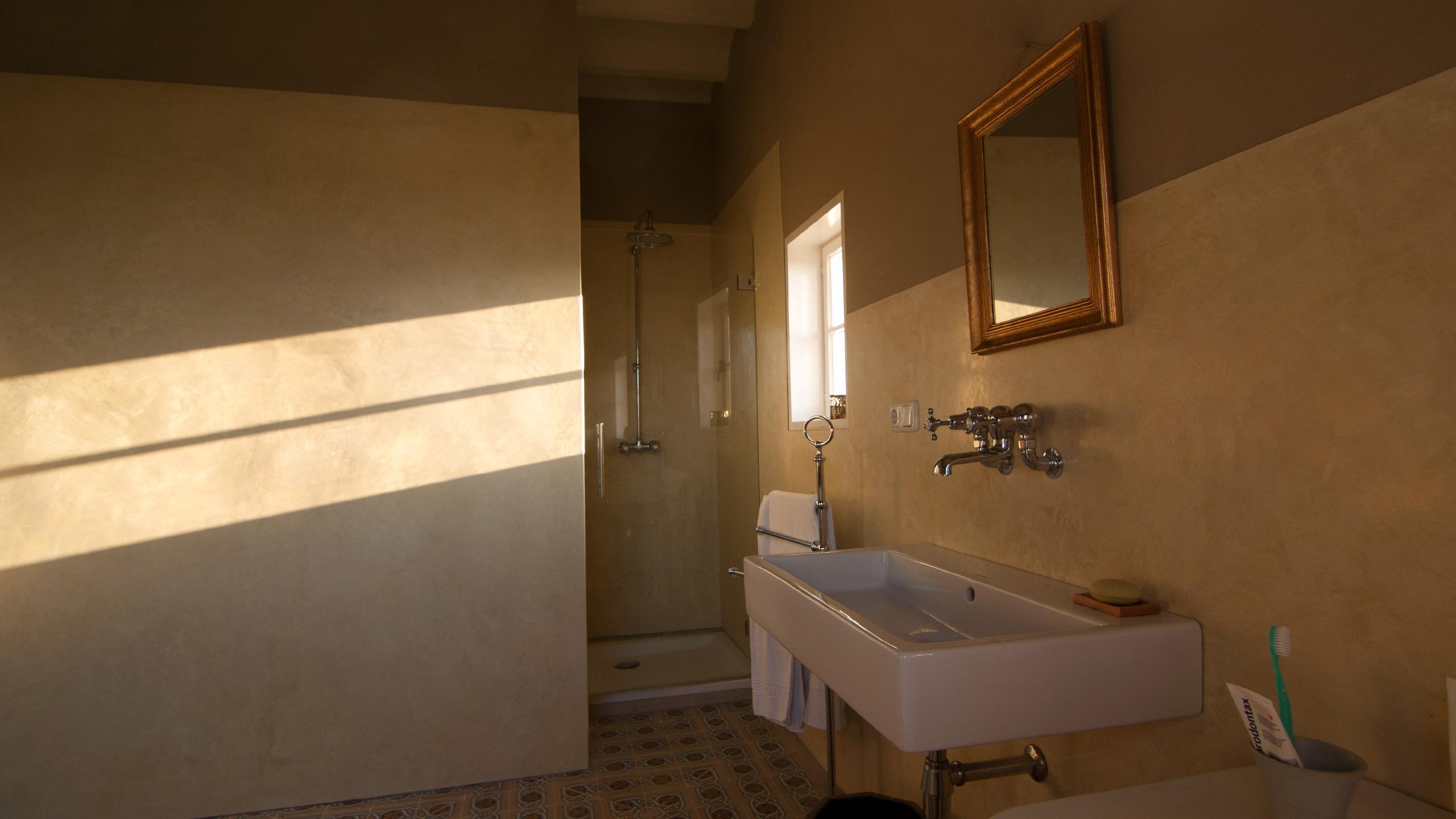 WaterproofStucco - Luxury bathroom, Playing light