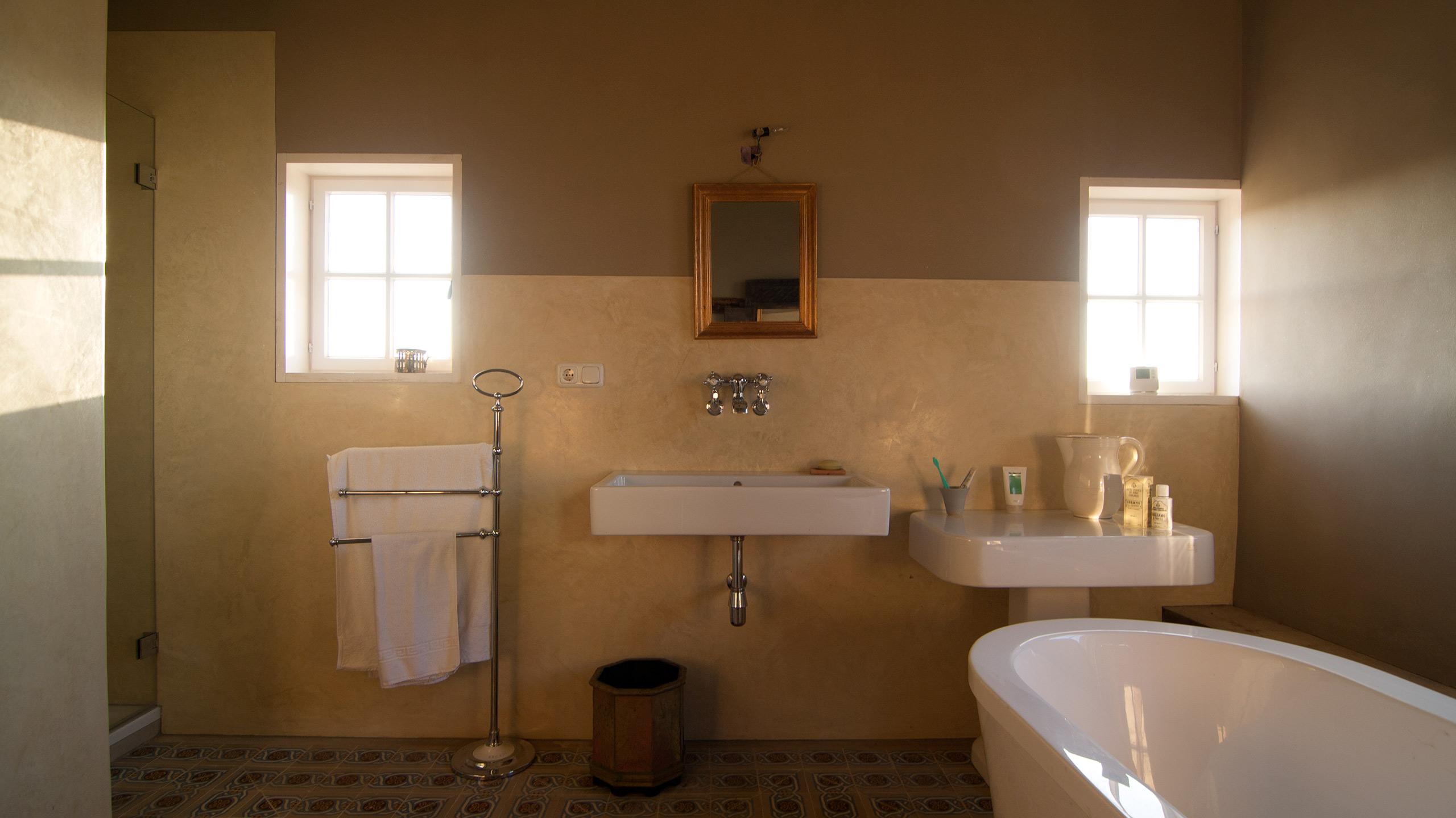WaterproofStucco - Luxury bathroom, Soft light