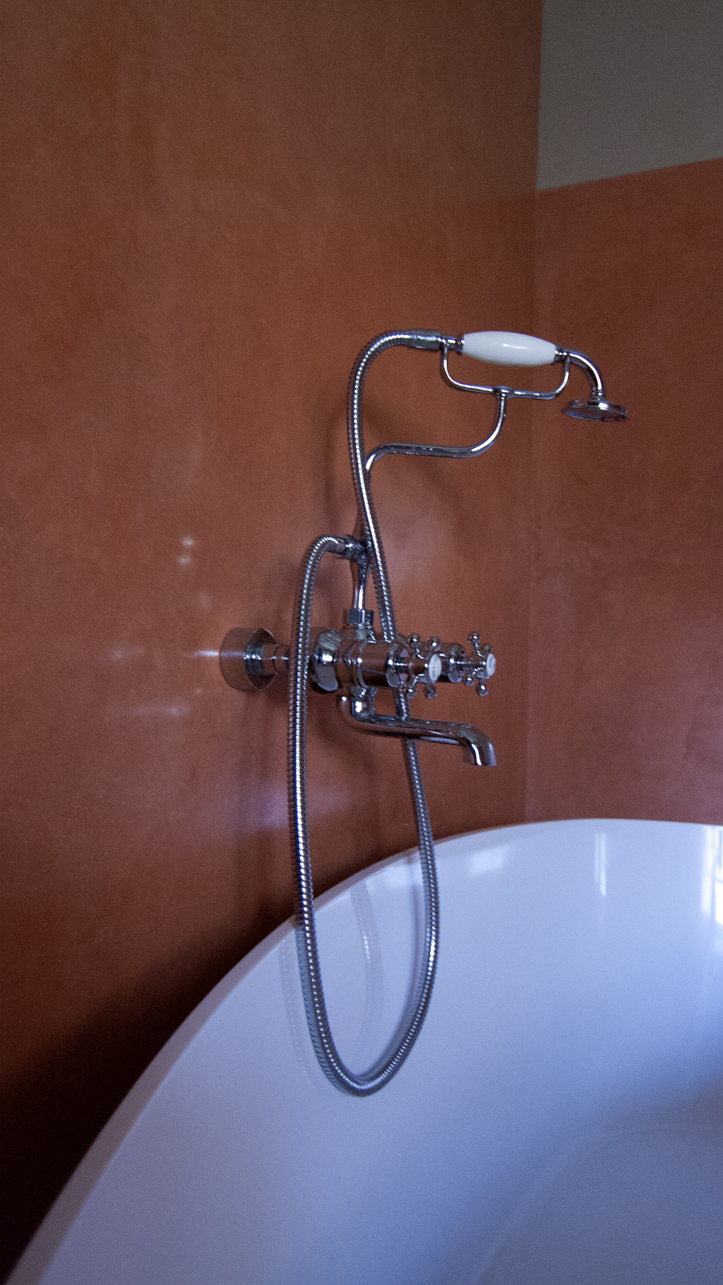 Residential - Coral red bathroom, Detail